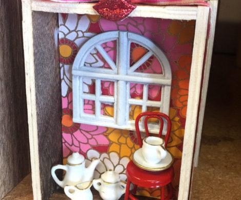 Small Box With Diorama China Tea Set